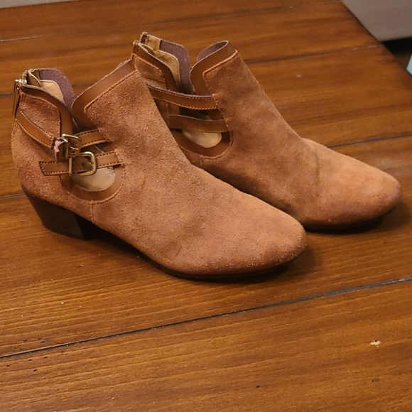 Size 8 ankle boots by Kenneth Cole Reaction
